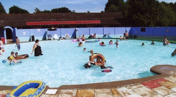 Lovely pool area at Broad Farm Holiday Park