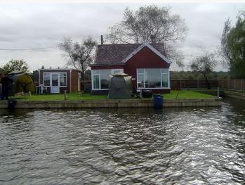 Martham Boats - Holiday Cottage