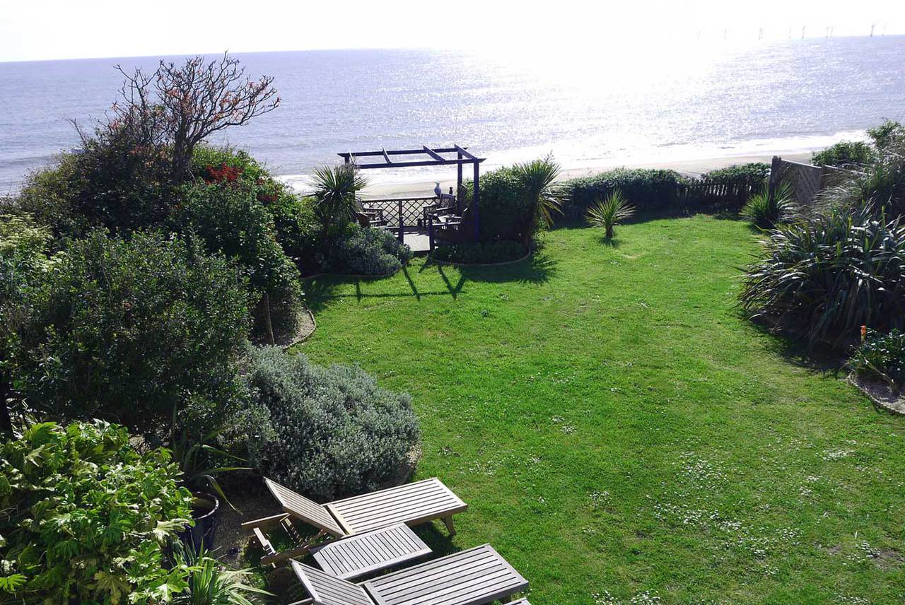 Cliff top garden of Beachside House