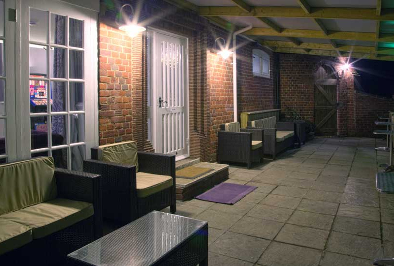 Outside seating at The Swan Motel Gillingham