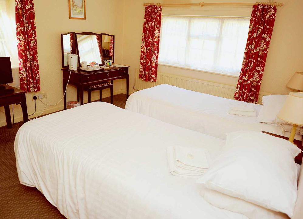 Parkhill Hotel Twin Bedroom
