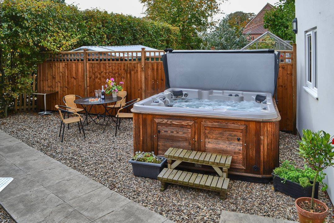 Farthing Cottage Hot Tub