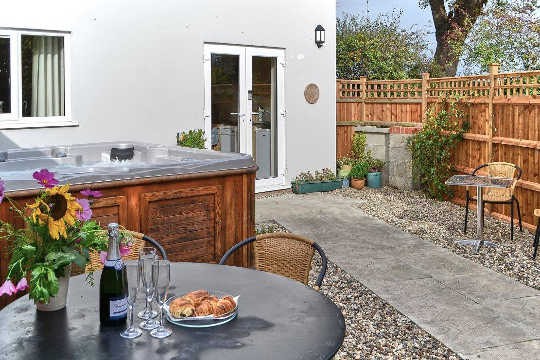 Farthing Cottage Patio Hot Tub
