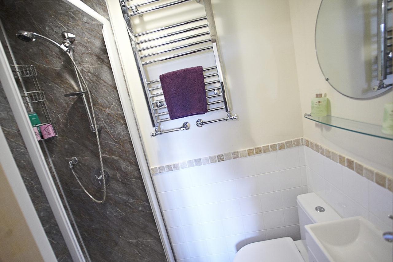 Wayside Bedroom2 Bathroom