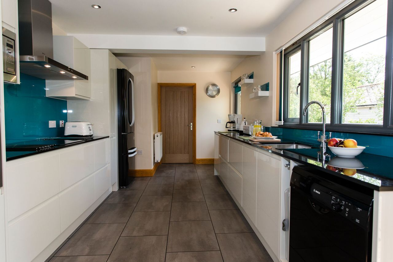 Tealby Kitchen 1 Preview
