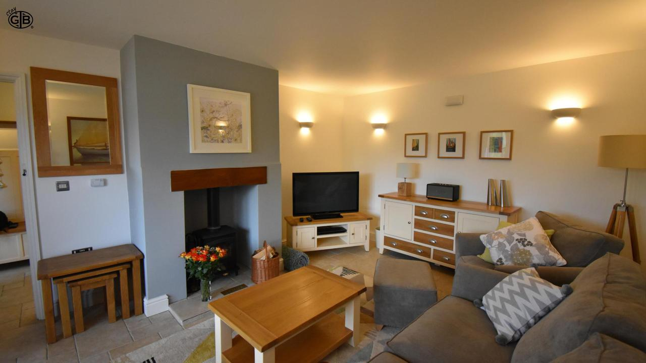 Staygb Boathouse Cottage Sitting Room 2019 D6Ypa Xt