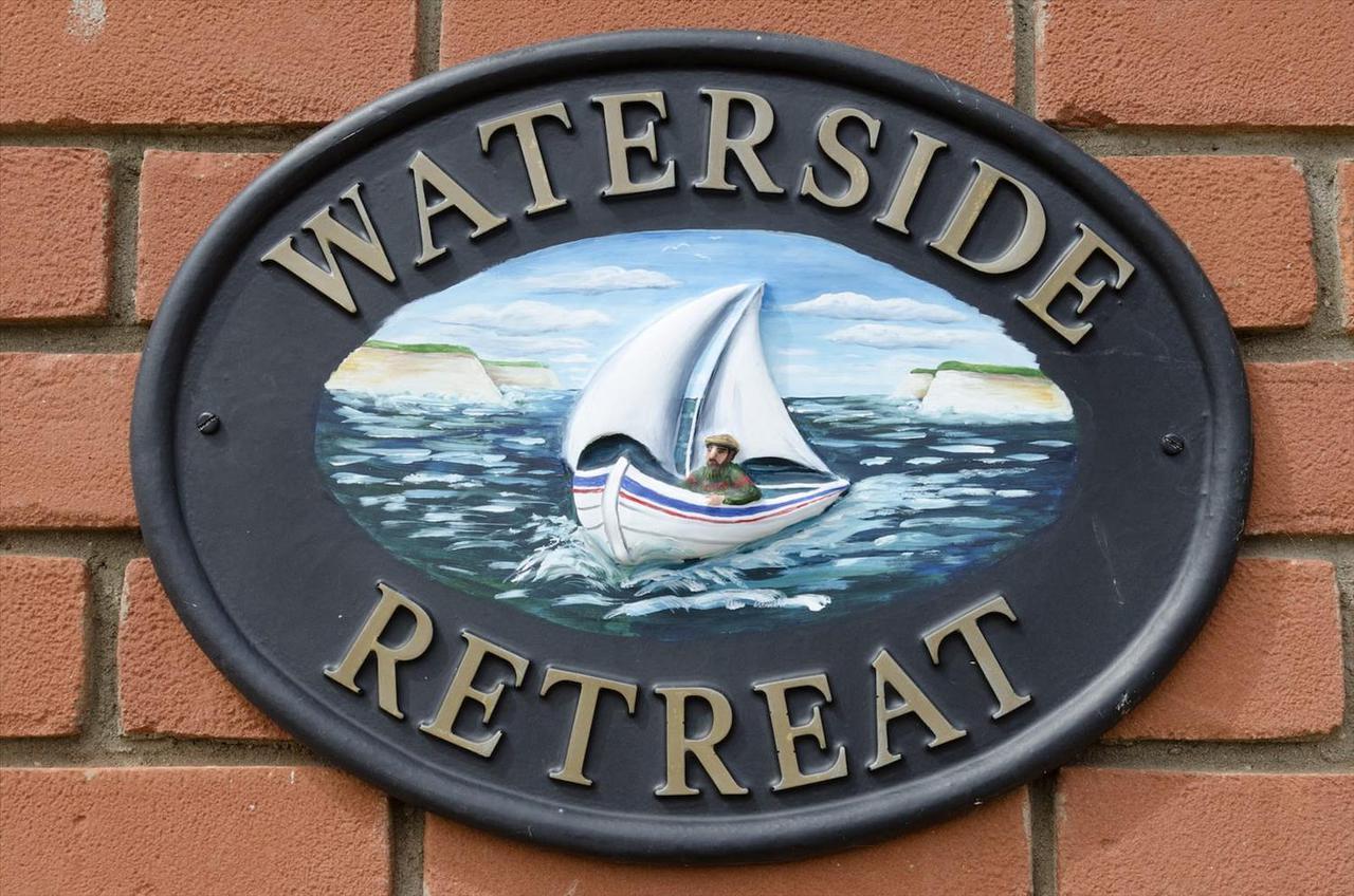 1 Waterside 01