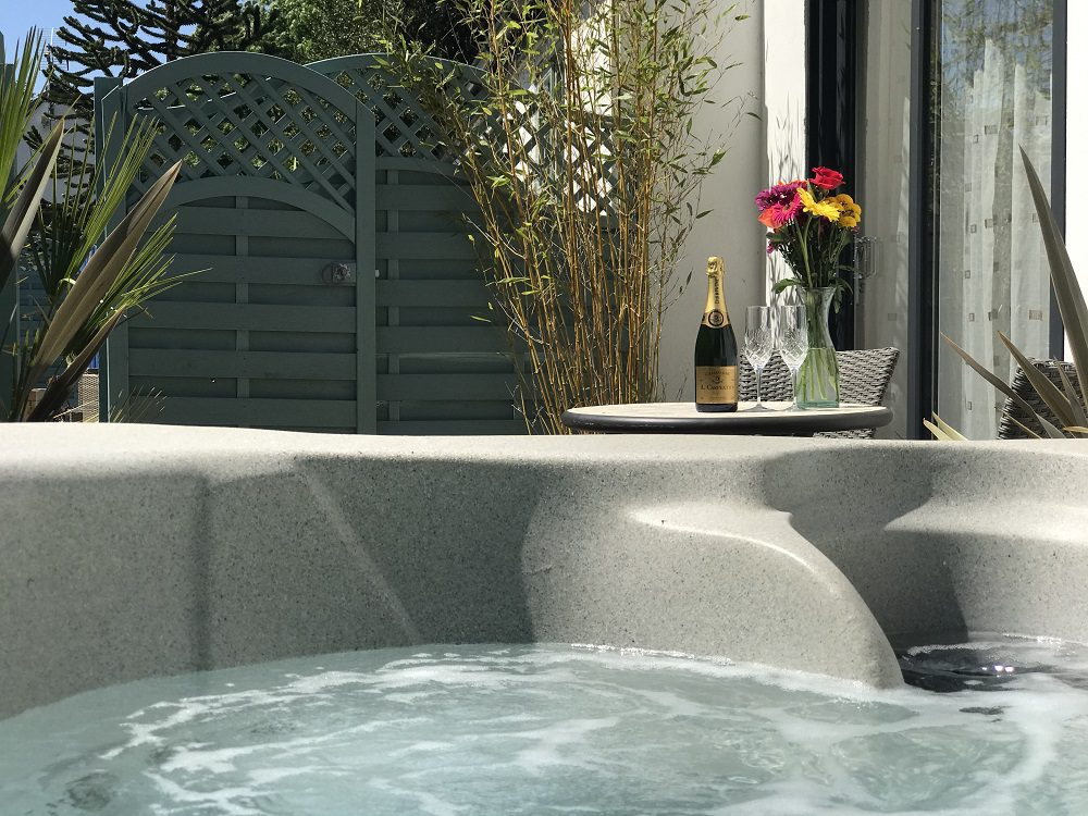 Studio Hot Tub